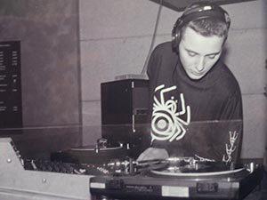 dj nomar bij edwinlr 300x225 - My First Gig: DJ Nomar