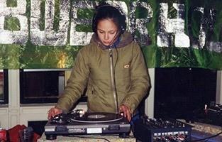 """DJ Kiki Toao Leids Ontzet 1997mg - Kiki Toao (NL): """"Mijn vingers waren halfbevroren"""""""
