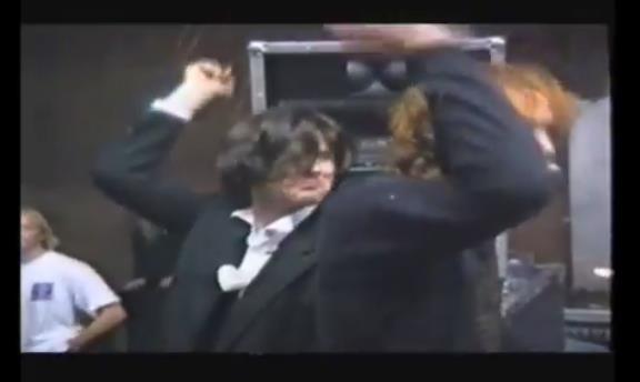 """Neuv 1992 ook rougher tougher - Neuv (NL): """"Letterlijk en figuurlijk op handen gedragen"""""""