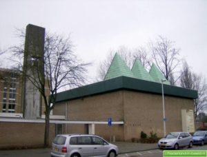 """kerk de bron in hoogvliet 300x228 - Ricky da Dragon (NL): """"Het was notabene in een kerk"""""""