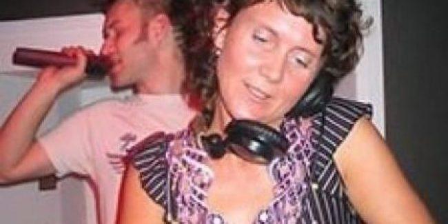 Lady Ace gedurende haar dj-debuut