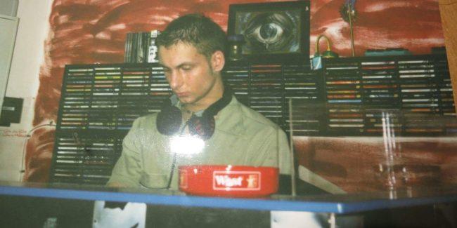Mark Reeve op zijn eerste DJ gig
