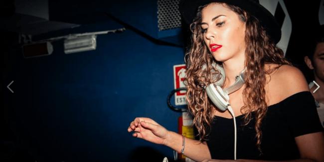 DJ BEC (UK) tijdens haar First Gig