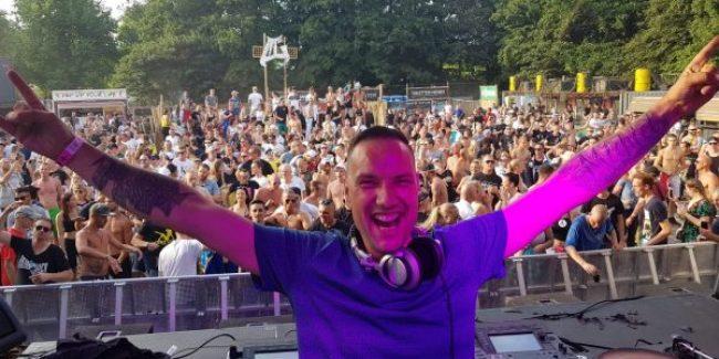 Hardcore DJ Arjuna (NL) in action