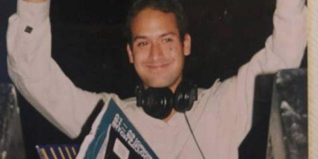 DJ Ruff met zijn platenkoffer